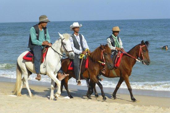 Rungaran de Challet: Beach at Cha-Am........very close to Hotel