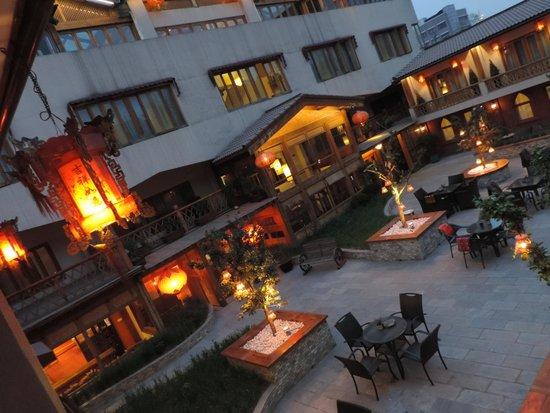 Red Wall Garden Hotel: Vista do quarto