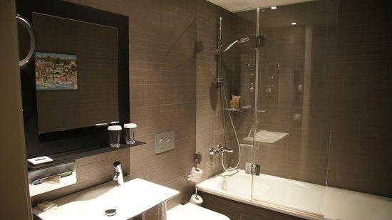 Vincci Bit: Salle de bains propre et moderne
