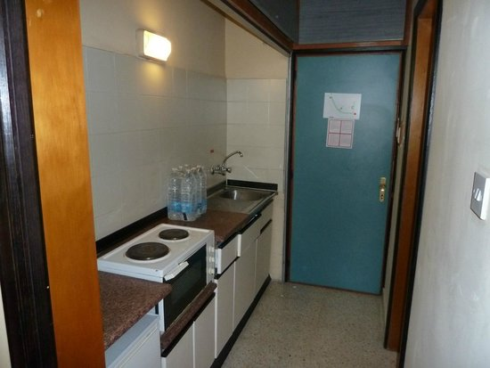 The St. George's Park Hotel: Kitchenette (we didn't use, but fridge was useful)