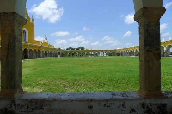 Izamal  Ruins: Atrio del Convento