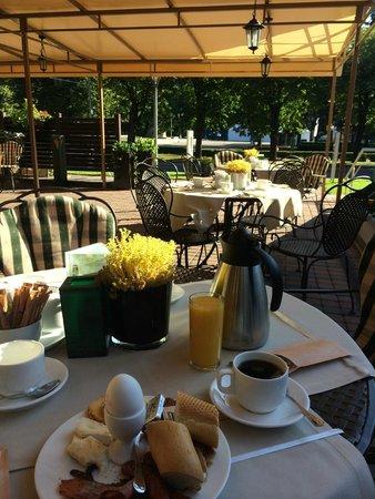 Radisson Blu Ridzene Hotel : Outside breakfast terras