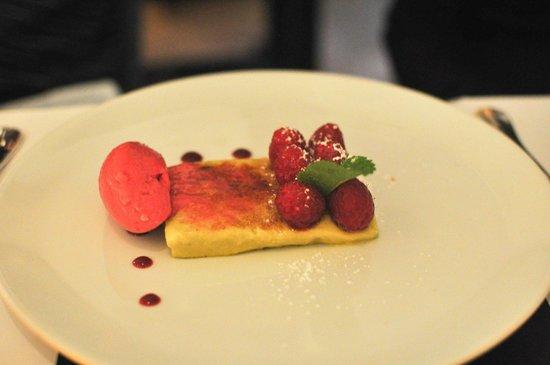 Le Séjour Café : Pistachio creme brulee.