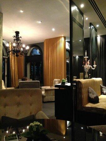 The Milestone Hotel : lobby