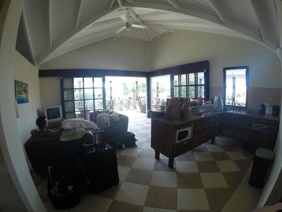 Blue Bay Curaçao Golf & Beach Resort: Cozinha e sala