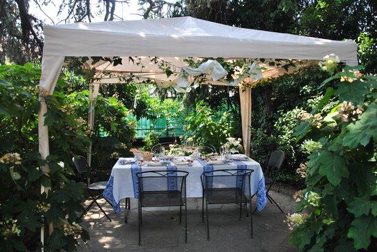 TaVal La Gastronomia come al Ristorante: Allestimento del pranzo in giardino
