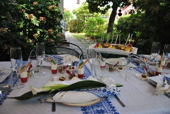 TaVal La Gastronomia come al Ristorante: la tavola apparecchiata e i finger food
