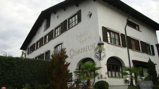 Hotel Restaurant Chartreuse: Von der Kreuzung her
