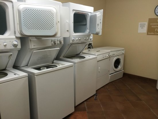 Candlewood Suites Athens-GA: Only one dryer and washer works!