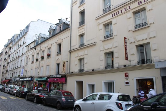 Hôtel Bellevue Paris Montmartre : Hotel street