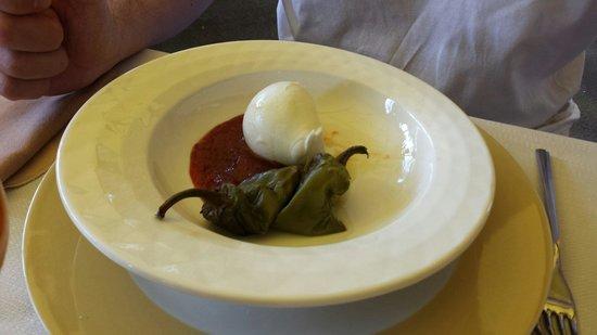 La Cartiera: Bufali con friggitelli e marmellata al peperoncino