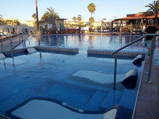 HD Parque Cristobal Gran Canaria: Jacuzzi y piscina