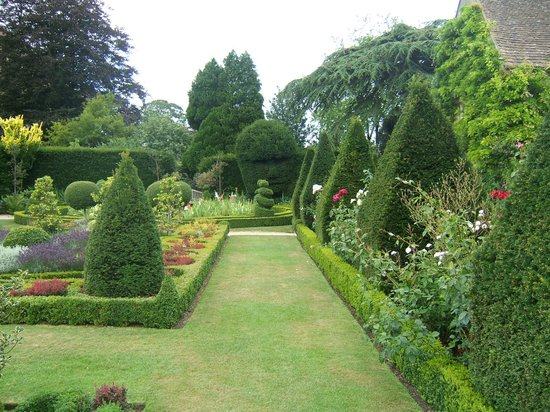 Abbey House Gardens: Beautiful hedges