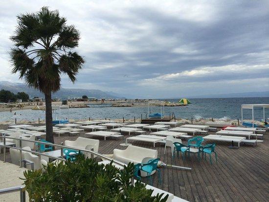 Radisson Blu Resort Split: Strandbereich