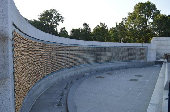 National World War II Memorial : Gold stars