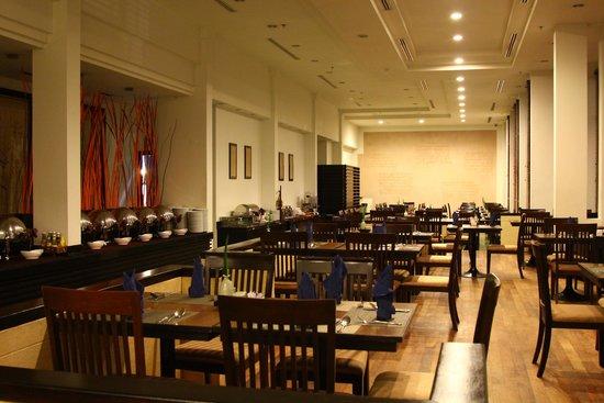 Tara Angkor Hotel: Dining