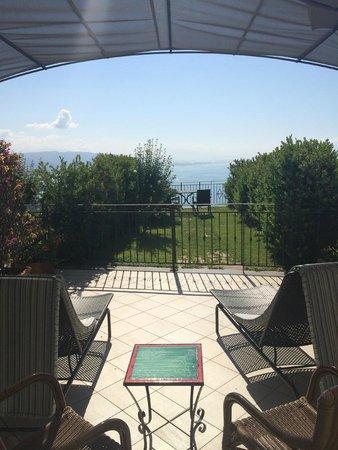 Hotel Raito : camera con solarium e giardino sul golfo