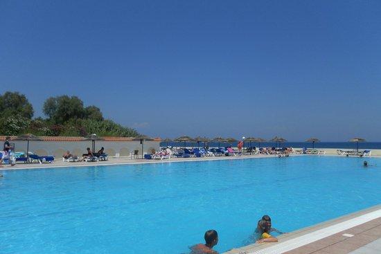 Eden Roc Resort Hotel & Bungalows : Main pool view (saltwater pool)