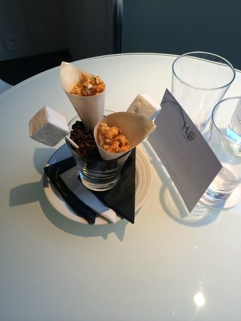 ME London Hotel: snack on arrival