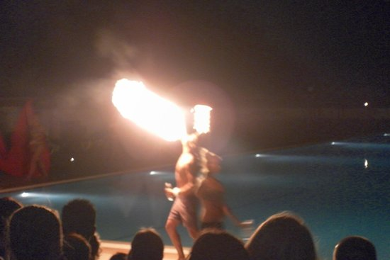 Eden Roc Resort Hotel & Bungalows : Fire Show by the Animation Team