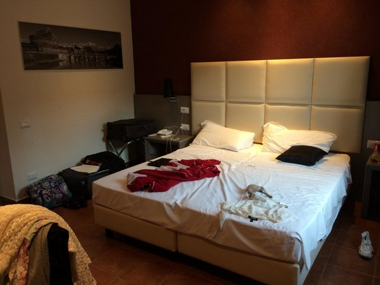 Heart Hotel : Comfy and trendy bed