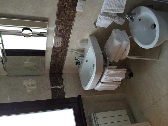 Hearth Hotel: Bathroom