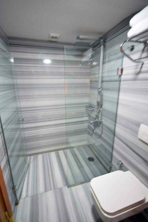 Hotel Sultania: Rooftop accomodation bathroom_Sultania