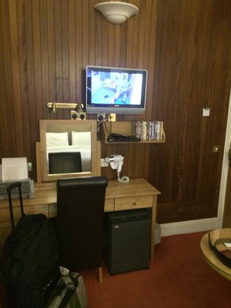 Roxford Lodge Hotel: Fridge in room, and good selection of DVDs to watch