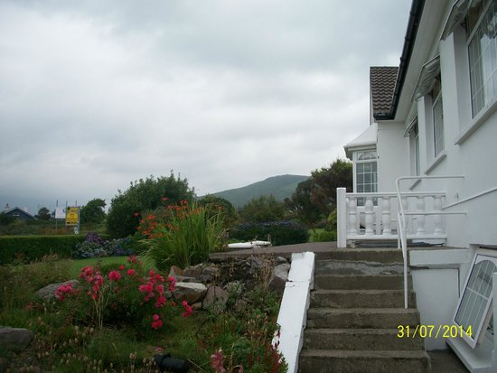 Sea Breeze Bed and Breakfast: Bright & Cheerful