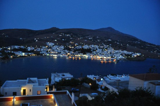 Mare Vista Hotel - Epaminondas: Night view of Batsi from room