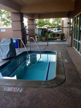 Fairfield Inn & Suites Rancho Cordova: Outdoor Spa