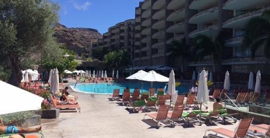 Anfi Emerald Club: Der Poolbereich - bis mittags im Schatten!