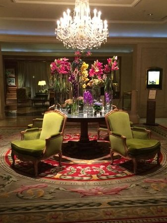 Four Seasons Hotel Prague: Amazing Chandelier , Comfy Chairs and Flowers to Alert the Senses