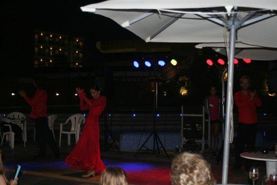Hotel Papi: Flamenco show bij het zwembad