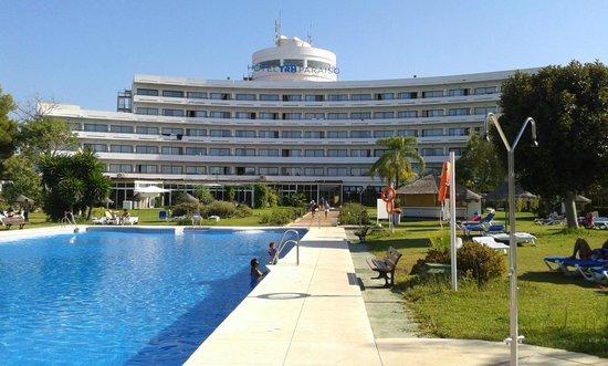Hotel TRH Paraiso Costa del Sol: Hotel from pool