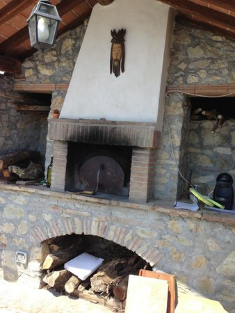 Il Borgo di Alfeo: wood owen