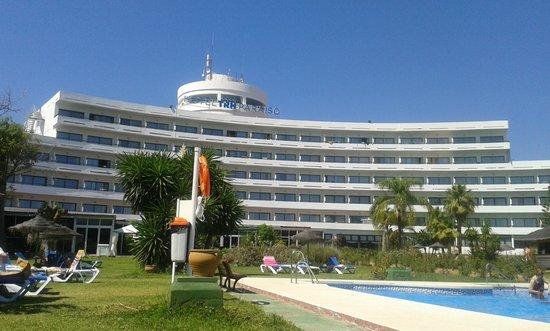Hotel TRH Paraiso Costa del Sol: Hotel from sunbed