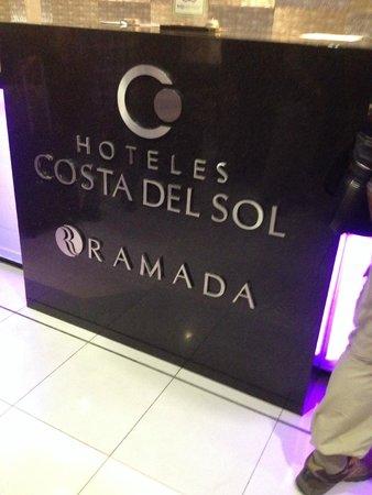 Costa del Sol Wyndham Lima Airport: Lobby sign