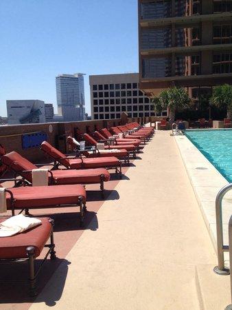 The Fairmont Dallas: Plenty if lounging area!