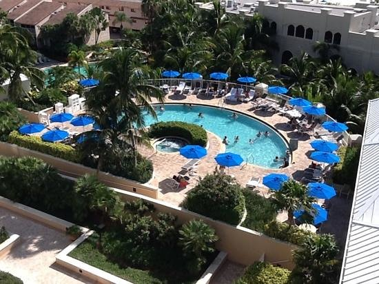Marco Beach Ocean Resort : Never a problem finding a chair at the pool.