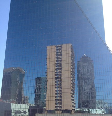 The Fairmont Dallas: Fascinating reflections on nearby buildings makes the pool views surreal !