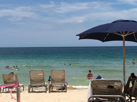 Fort Lauderdale Marriott Harbor Beach Resort & Spa: Day at the beach