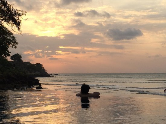 Four Seasons Resort Bali at Jimbaran Bay : sunset view