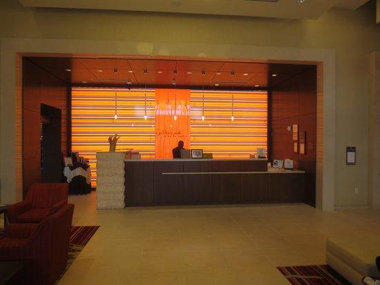 Hilton Garden Inn Atlanta Midtown: El lobby, alegre y moderno.