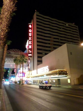 Golden Nugget Hotel & Casino: Outside at Fremont street