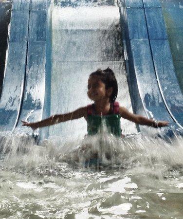 Kahuna Laguna: toddler slide
