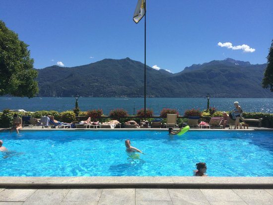 Grand Hotel Menaggio: Pool backs onto Lake
