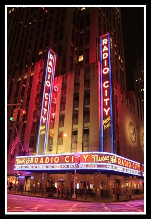 Radio City Music Hall : Radio City Neon at Night