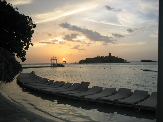 Sandals Royal Caribbean Resort and Private Island: Sunset @ Royal Caribbean