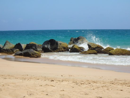 San Juan Marriott Resort & Stellaris Casino : The only rocky area on the beach